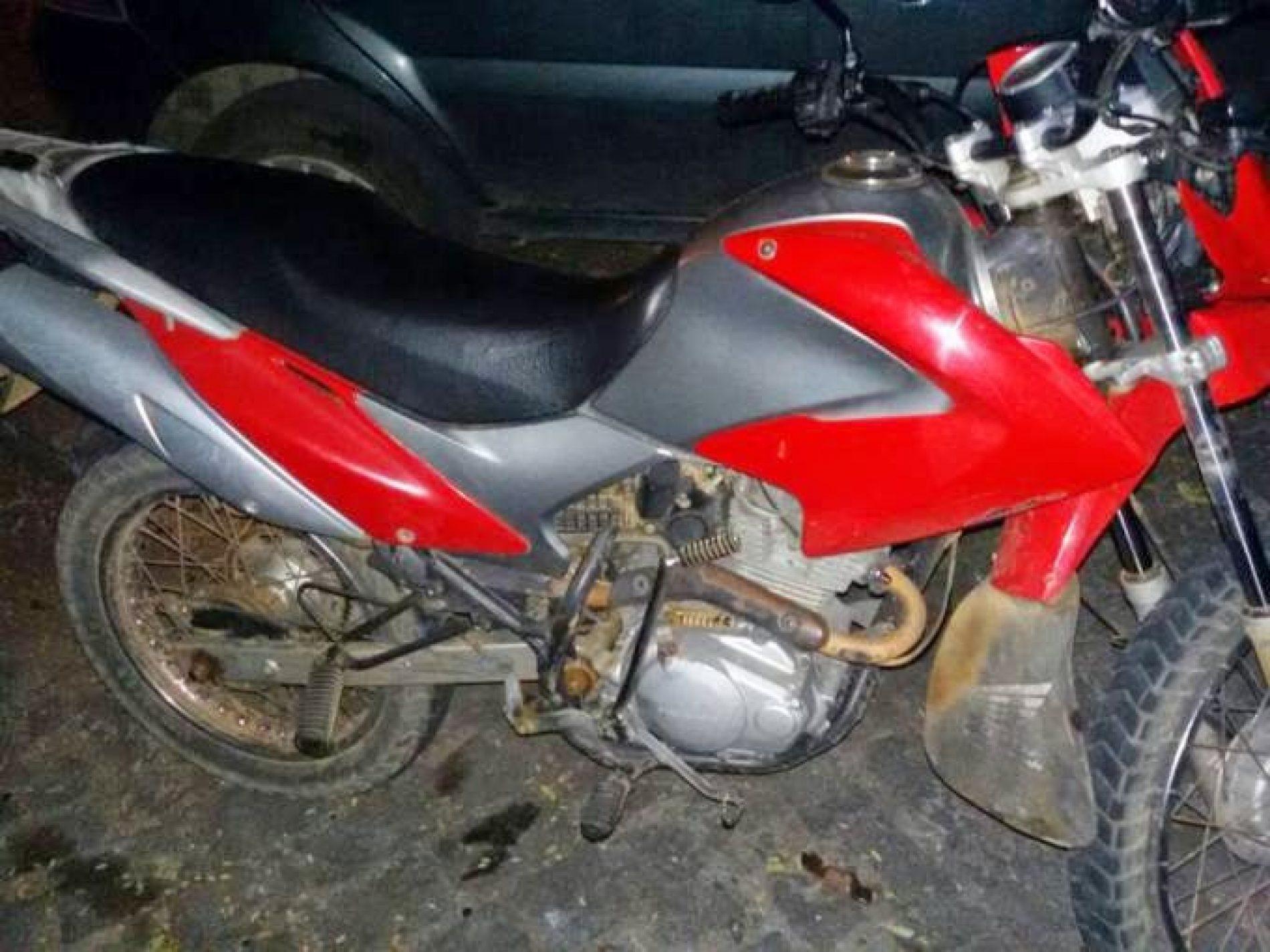 Menor é surpreendido conduzindo moto no bairro Henriqueta