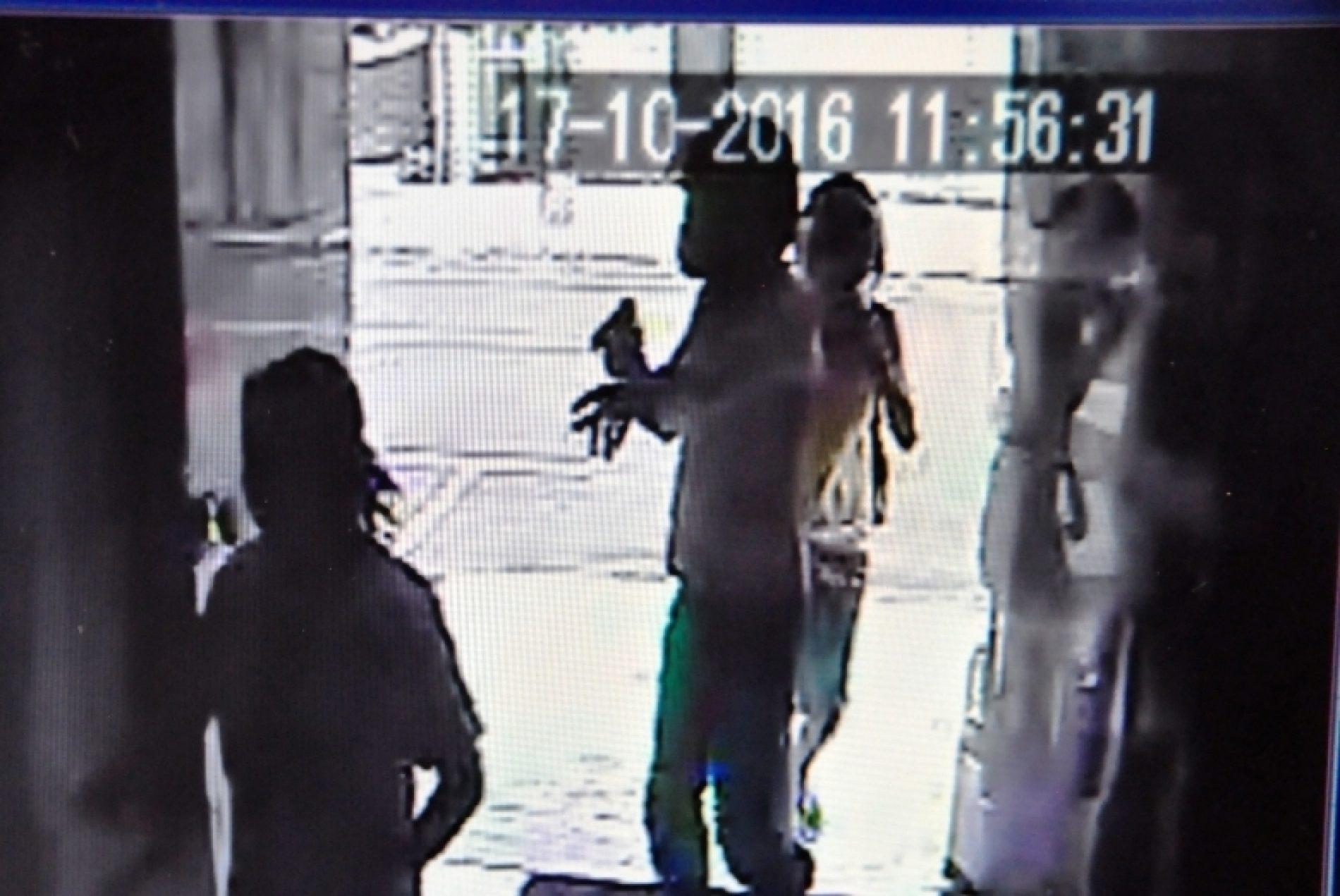 Ladrões armados rendem vítima e prestadores de serviço e em seguida roubam dinheiro, carro, joias e vários objetos em residência no bairro Zequinha Amêndola