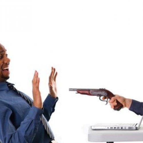 Empresário tem prejuízo de mais de 7 mil ao tentar efetuar pagamento pela internet