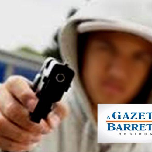 Adolescentes usam arma de brinquedo para assaltar mãe e filho