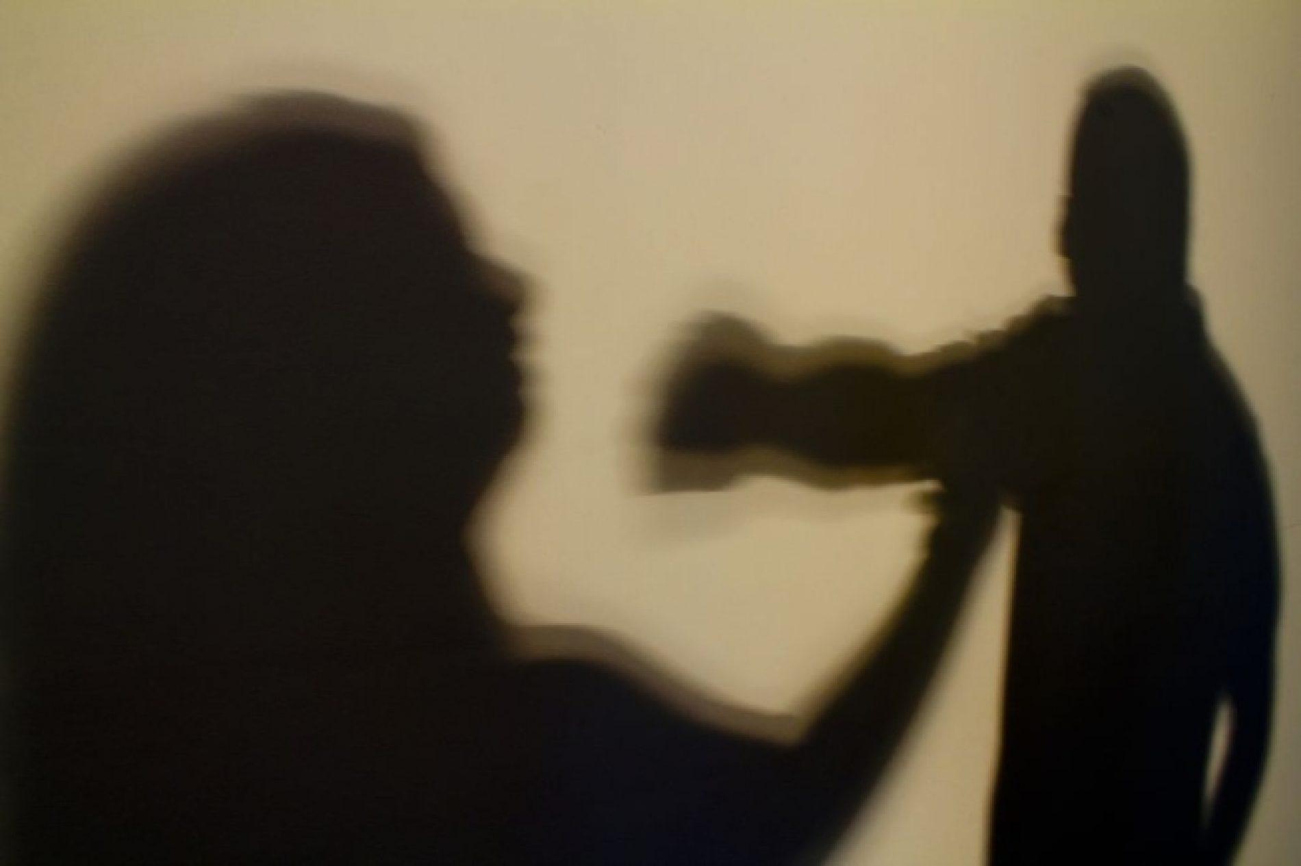 Mulher é agredia no bairro Melo
