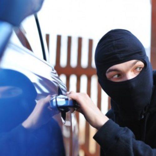 BARRETOS: Celular é furtado em interior de veículo
