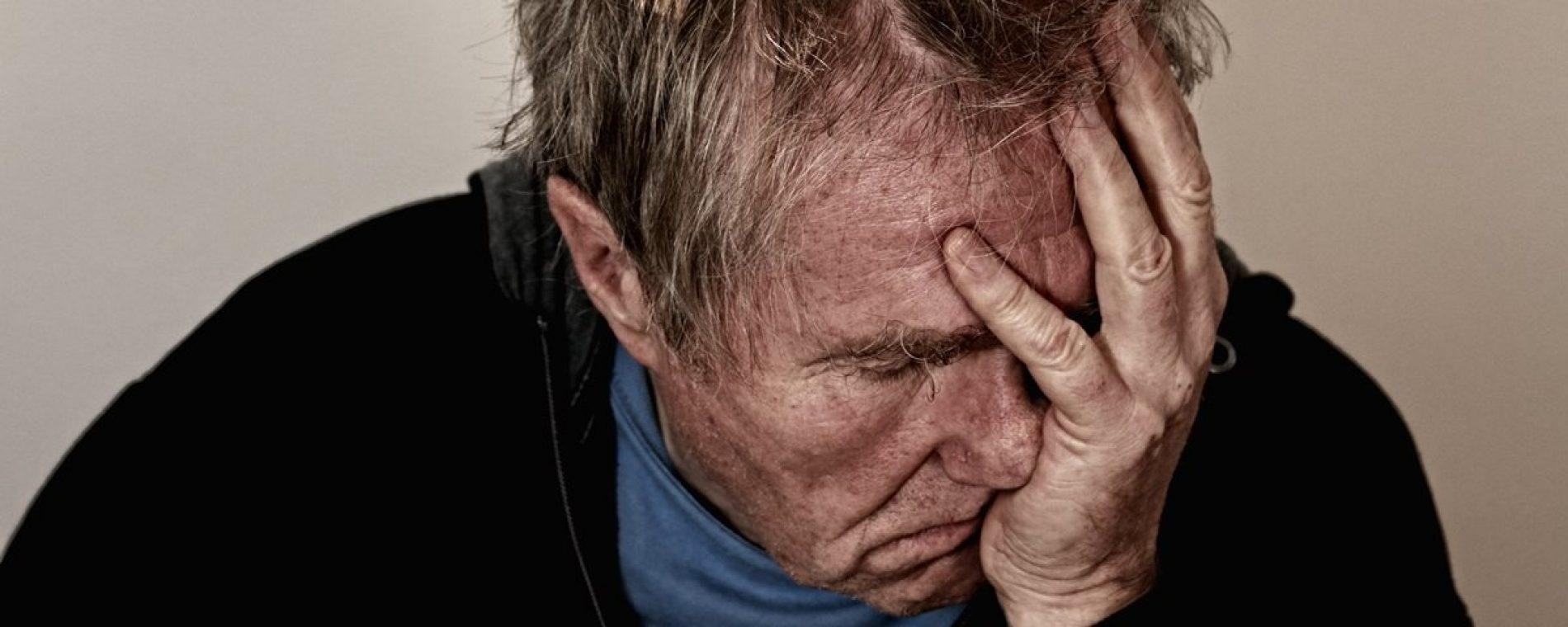 Idoso é preso por tentar estuprar mulher deficiente mental em tumulo de cemitério