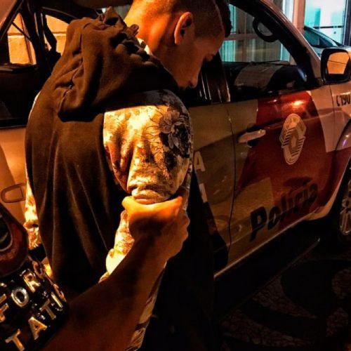Policia Militar prende homem com sacola de drogas na Avenida João Cavalini