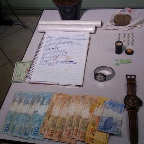 Força Tática prende homem e apreende dinheiro, maconha, cocaína, crack e ecstasy