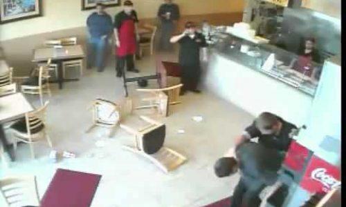 Vítima de assalto, garçom percebe que arma era de brinquedo, reage e a toma do ladrão