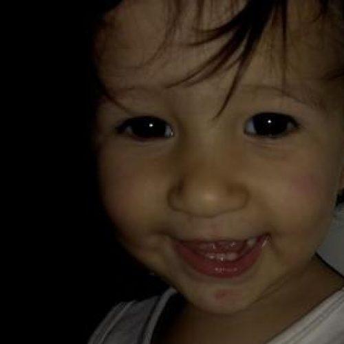 Criança de um ano morre afogada em piscina