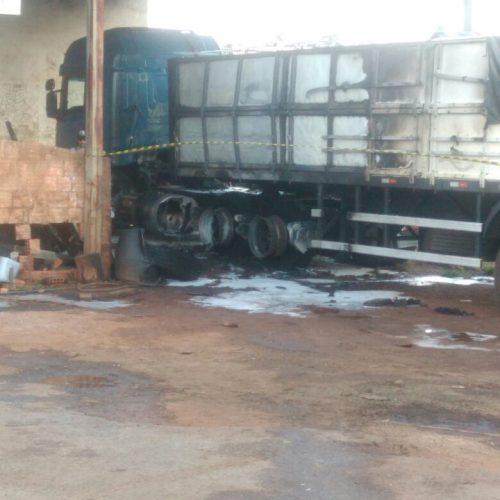 Carreta explode em posto de Combustível em Barretos