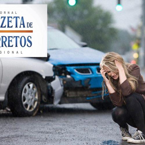 BARRETOS: Acidente envolvendo dois carros em cruzamento com semáforo