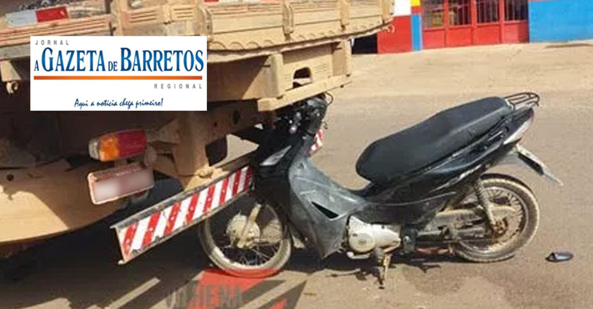 Acidente entre moto e caminhão na Avenida Engenheiro Necker Carvalho de Camargos