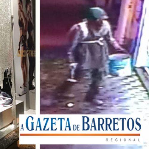 Câmeras flagram homem arremessando tijolos contra vitrine de loja