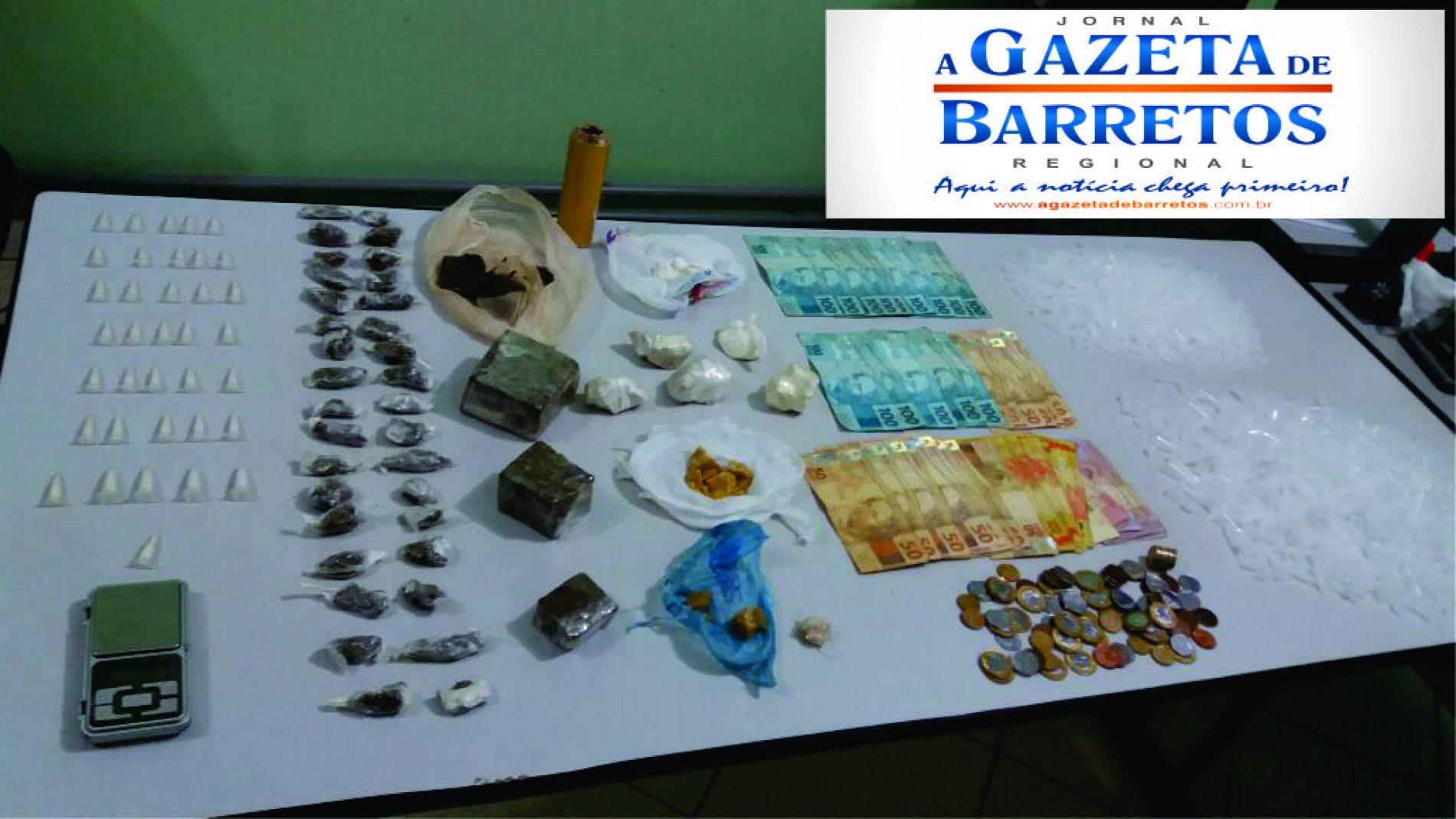 NOTICIAS POLICIAIS: Força Tática prende dois por tráfico e apreende quase meio quilo de drogas e três mil reais em dinheiro
