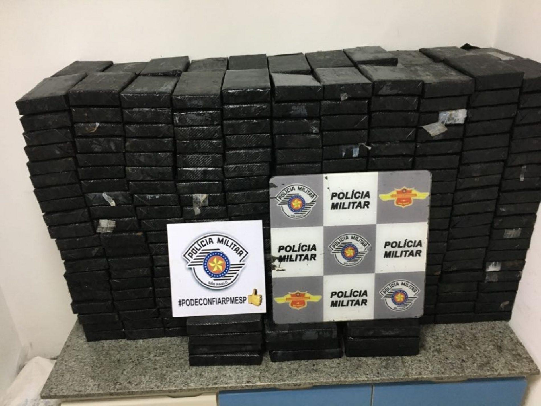 BARRETOS: Polícia apreende 495 kg de cocaína em caminhão