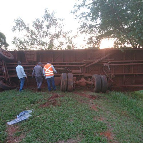 REGIÃO:  Ônibus capota com trabalhadores rurais