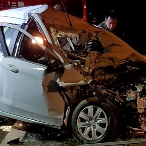 REGIONAL: Homem fica preso nas ferragens após acidente com caminhão