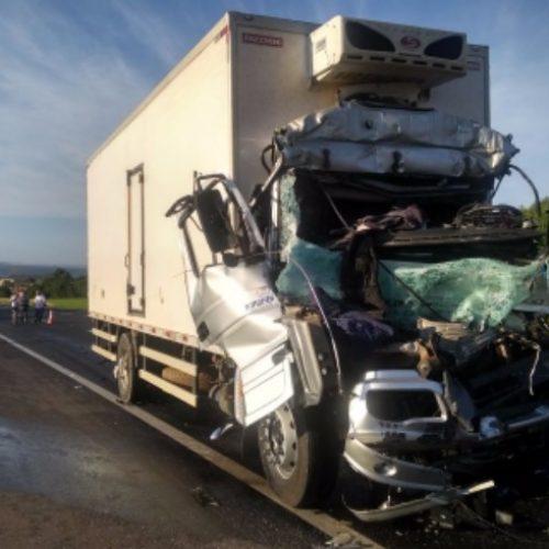 REGIONAL: Acidente com caminhões deixa um morto e criança ferida na Anhanguera