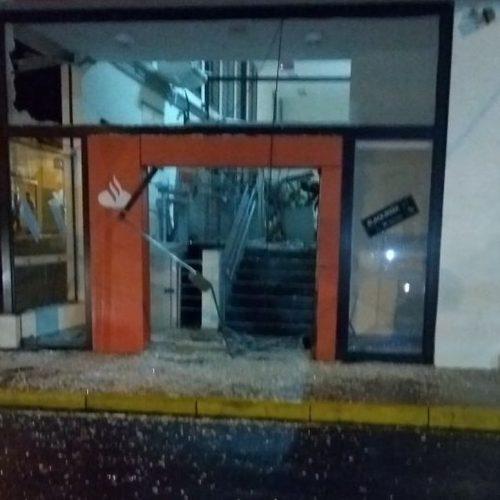 REGIÃO: Quadrilha explode caixas eletrônicos de agência bancária