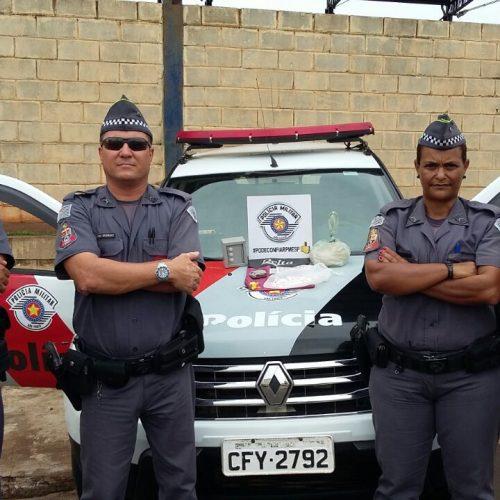 BARRETOS: COMBATE AO TRÁFICO(Policiais  Militares apreende grande quantidade de drogas no bairro  Jardim Luiz Spina)