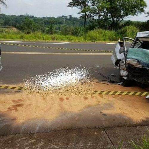 MORTE NA RODOVIA – Colisão frontal entre carro e carreta mata mais um na SP-425