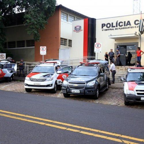 REGIÃO: Menor esconde drogas em muro de escola estadual em Rio Preto