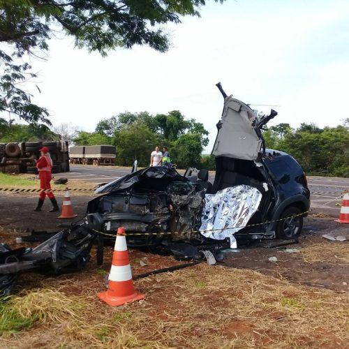 REGIÃO: Motorista morre ao bater carro de frente com caminhão na BR-153