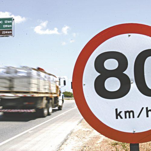 REGIÃO: Carro é flagrado a quase 170 km/h em pista onde velocidade é de 80 km/h