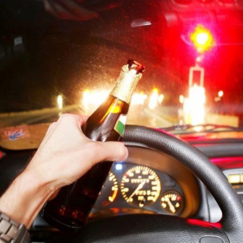 BARRETOS: Após bater em caçamba, motorista é preso por dirigir embriagado