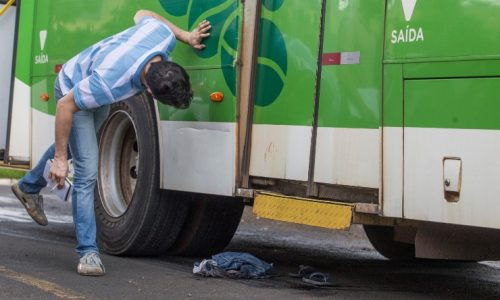 REGIÃO: Menino é arrastado por ônibus após desrespeitar sinal de trânsito
