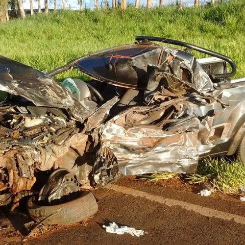 REGIÃO: Homens saem quase sem ferimentos de acidente que destruiu veículo em rodovia