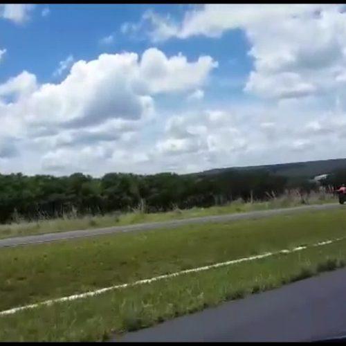 BRASIL: Homem grava vídeo de acidente no momento em que motociclista voa sobre carro na BR-020
