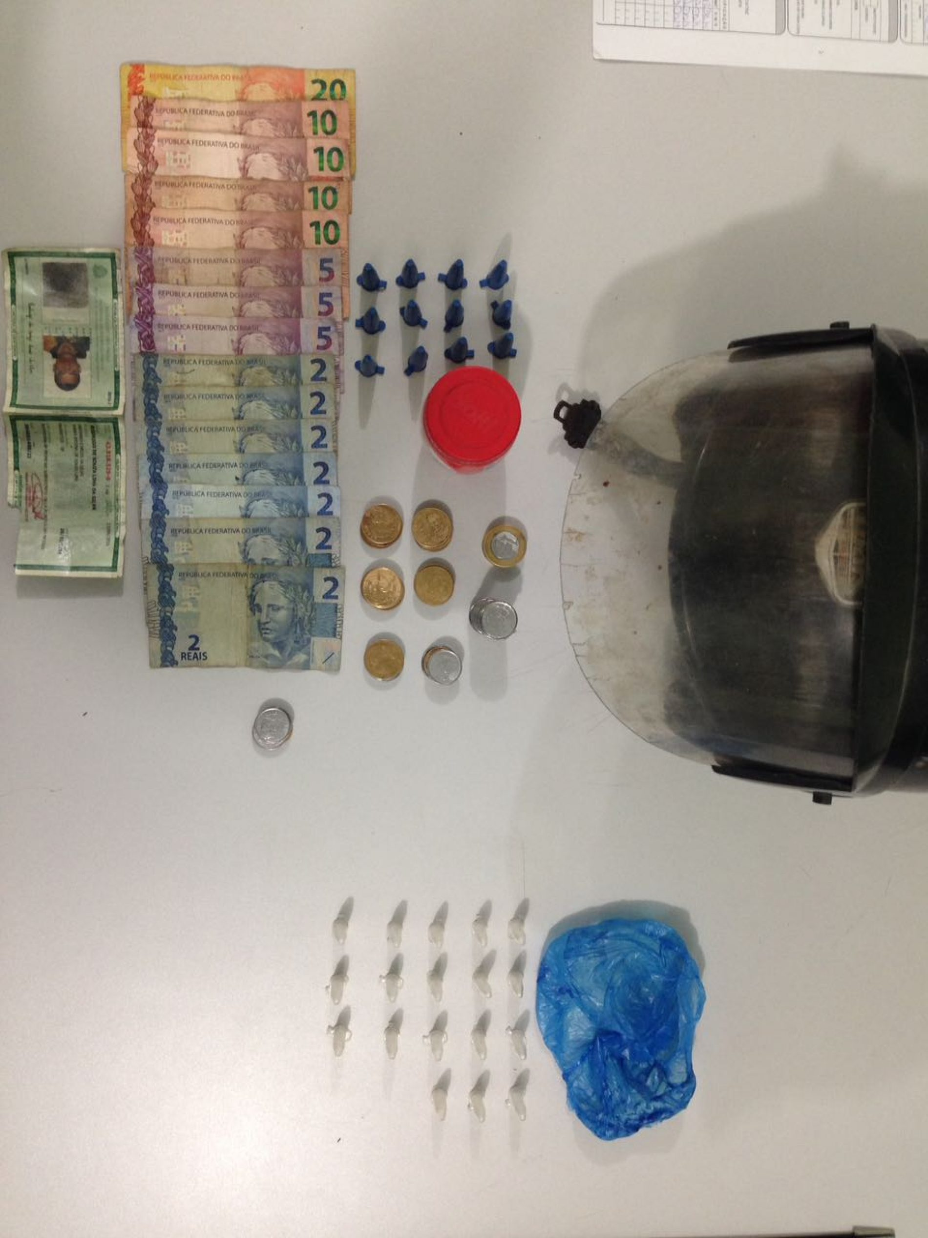 BARRETOS: Equipe do Canil prende dois por tráfico de drogas no bairro Gomes e recupera moto furtada