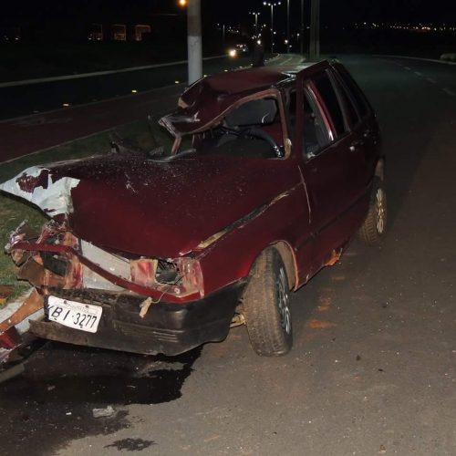 BARRETOS: Acidente entre veículo Uno e Caminhão na Av. Ducati no bairro Alvorada