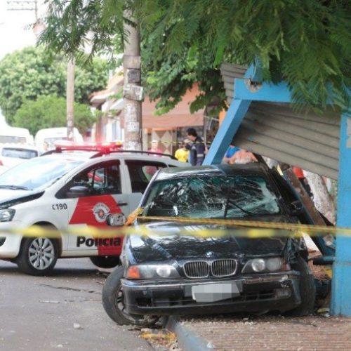 REGIÃO: Menor atropela mulher em ponto de ônibus com carro roubado
