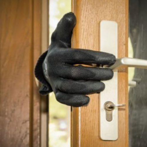 BARRETOS: Aposentada flagra indivíduo no quintal de sua casa