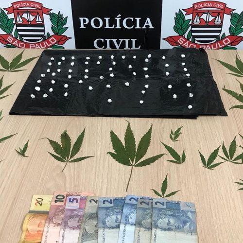 REGIÃO: Polícia flagra adolescente com 18 pedras de crack na boca