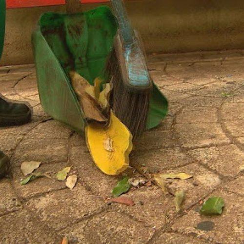 BARRETOS: Trabalho de raspagem de guias e sarjetas deve empregar varredeiras