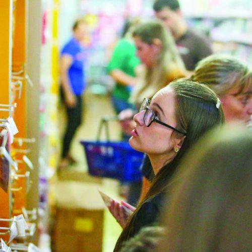 ECONOMIA: Saiba como economizar na compra de material escolar