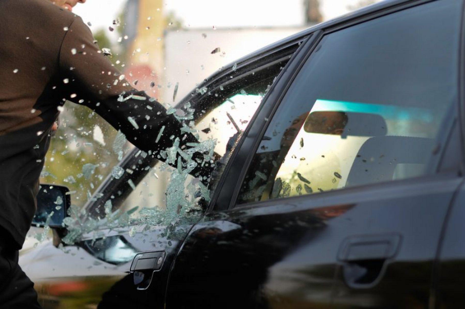 BARRETOS: Furto em interior de veículo