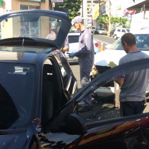 REGIÃO: Colisão de dois carros deixa um ferido