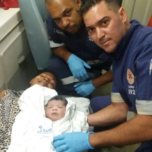 BARRETOS: Equipe do SAMU realiza parto dentro da ambulância