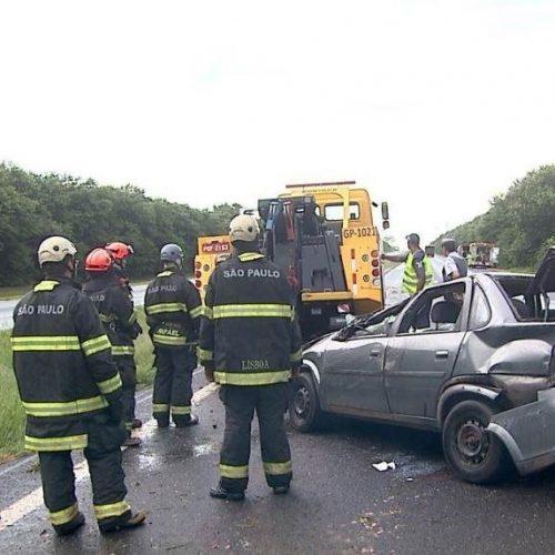 REGIÃO: Menina de 11 anos é arremessada para fora de veículo em capotamento