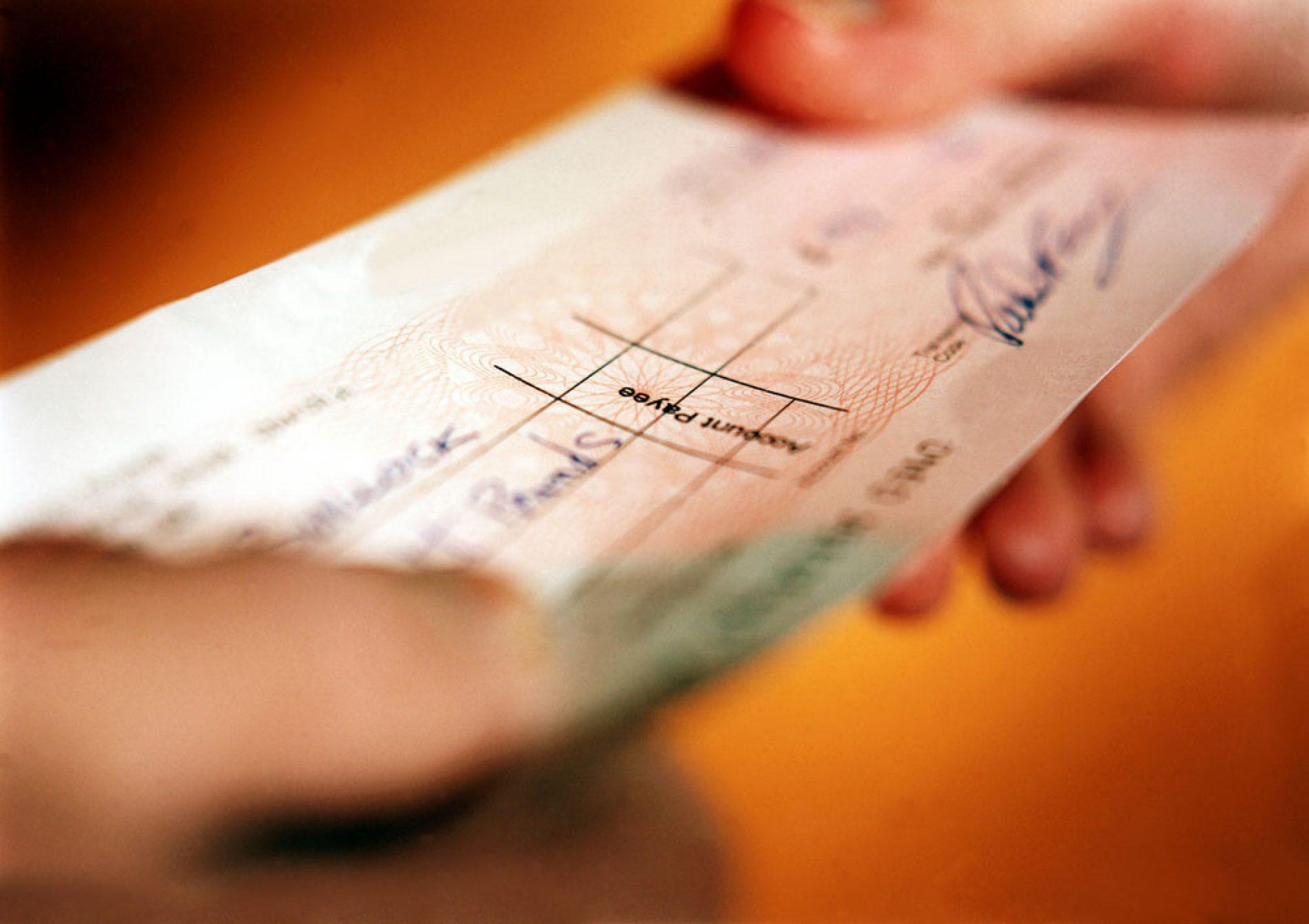 BARRETOS: Mulher tem bolsa furtada em festa de aniversário e perde R$1.100.00 e diversos cheques