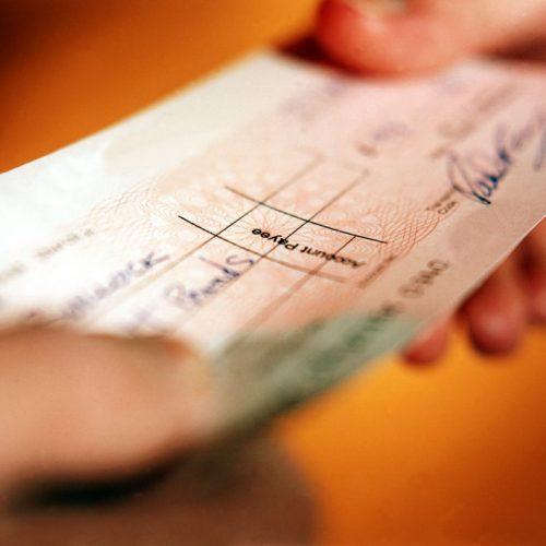 BARRETOS: Empresário tem cheque clonado