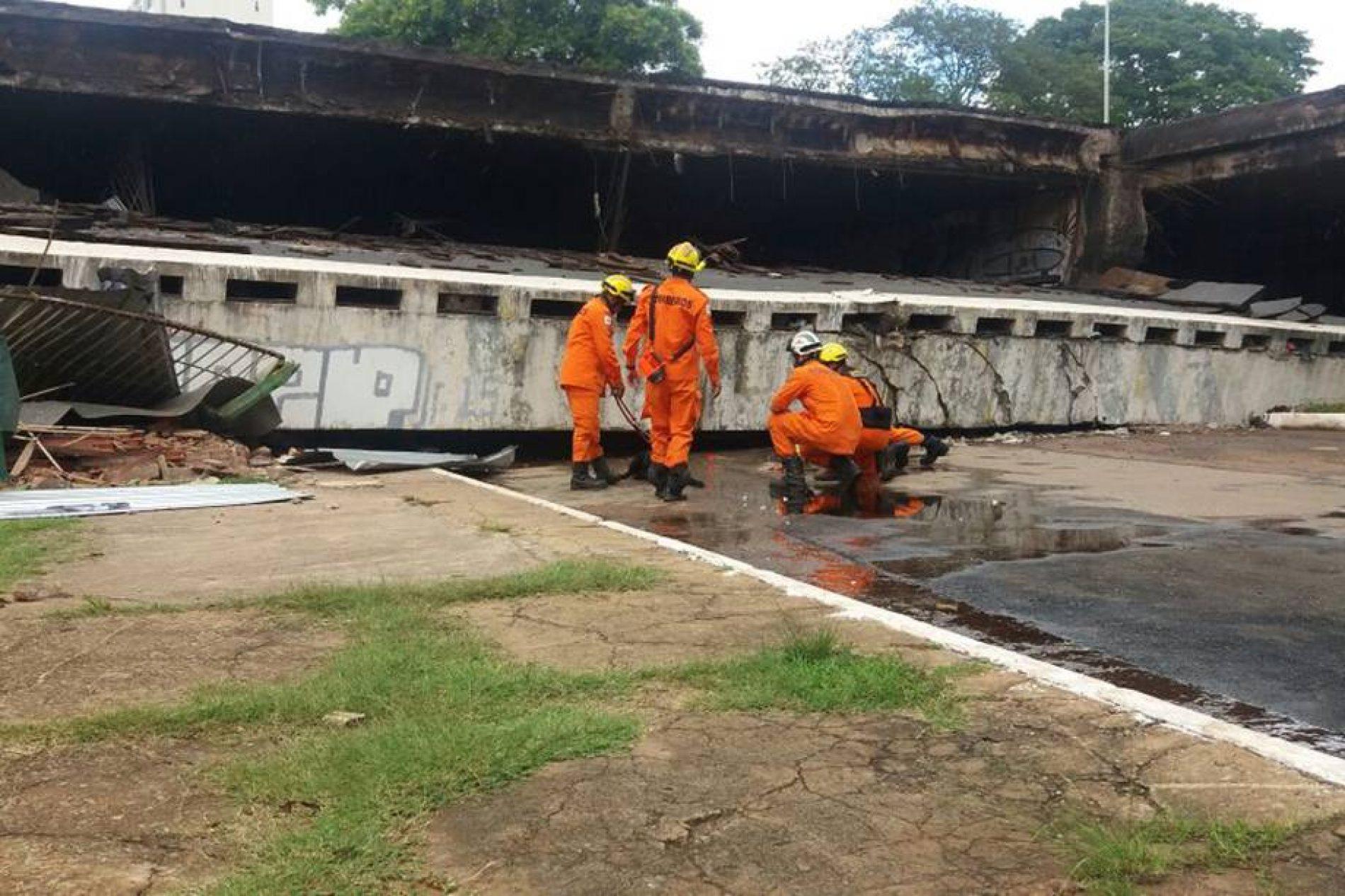 URGENTE: Sem manutenção, viaduto desaba em avenida do centro de Brasília