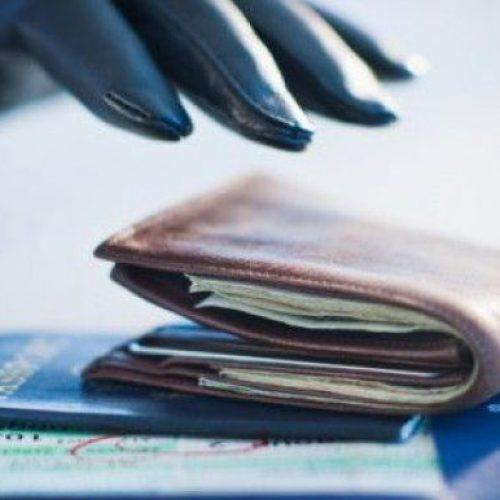 BARRETOS: Furto de carteira no interior de veículo
