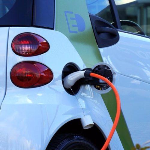 MENOS TAXAS: Governo vai reduzir impostos de veículos elétricos e híbridos