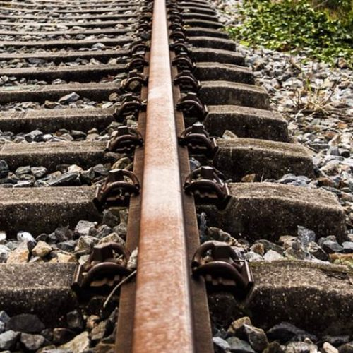 BARRETOS: Policia Militar surpreende seis homens furtando trilhos de trem próximo a Vicinal Nadir Kenan