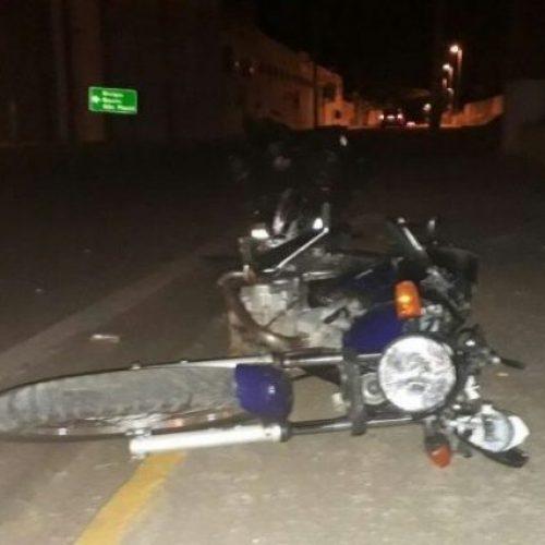 REGIÃO: Motociclista fica ferido após cair de pontilhão