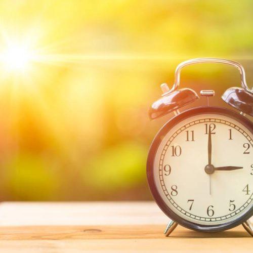ATRASEM OS RELÓGIOS: Horário de verão termina neste domingo