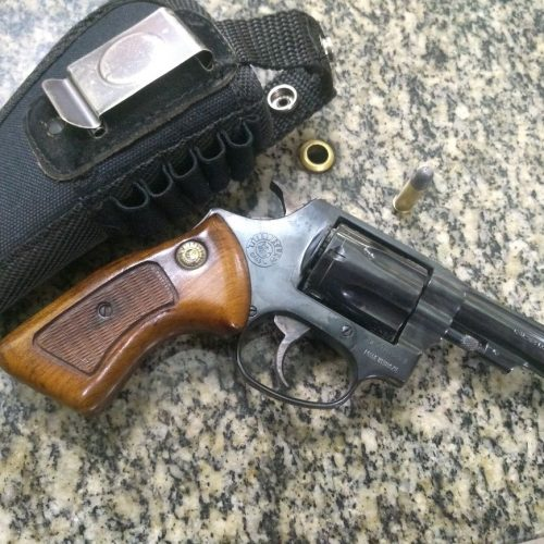 BARRETOS: Posse ilegal de arma de fogo e apreensão de objeto